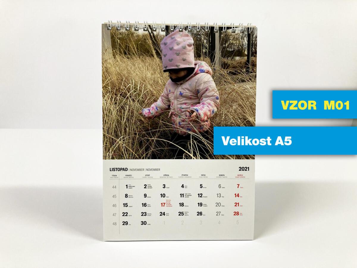VZOR M01 - Stolní A5 měsíční